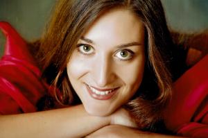 Angela Leupold, wird den Abend musikalisch mit Ihrer Stimme begleiten