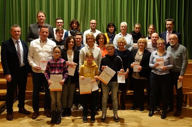 TSV Laudenbach: Jahresabschlussfeier mit Rückblick, Ernennung neuer Ehrenmitglieder, Überreichung der Sportabzeichen und Premiere Theateraufführung!