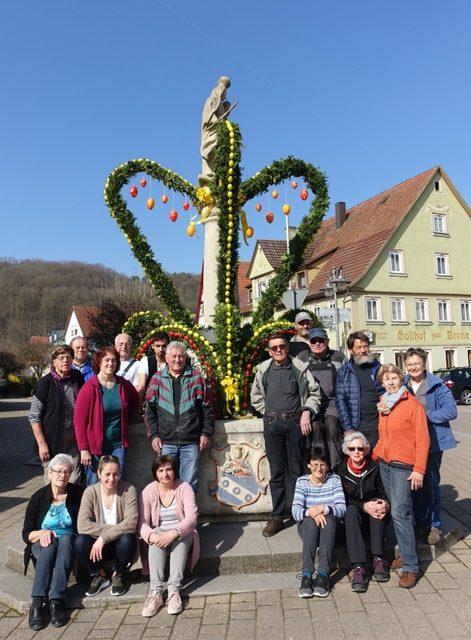 Marienbrunnen in Laudenbach im österlichen Kleid – Mehr als 30 Jahre geschmückter Osterbrunnen in Laudenbach