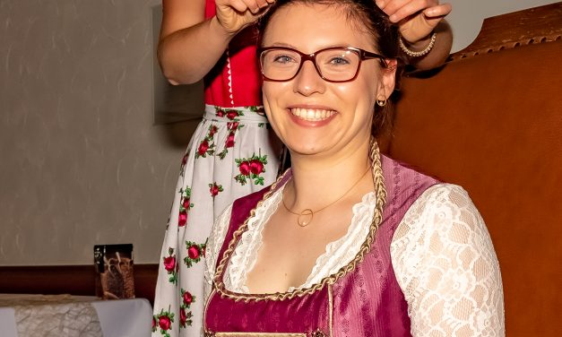 Empfang der neuen Markelsheimer Weinkönigin Josefin Büttner in Laudenbach!