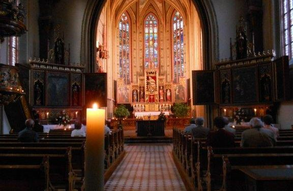 Pfingstvigil in der Bergkirche – Abendlicher Gottesdienst bei Kerzenschein